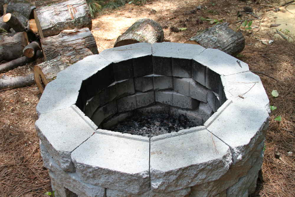 Easy DIY Inexpensive Firepit for Backyard Fun » Thrifty ...