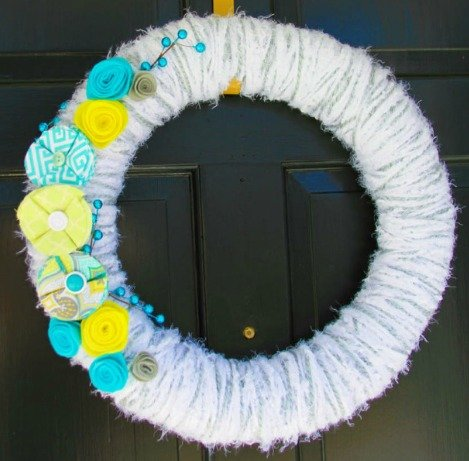 Winter/Spring Yarn Wrap Wreath Tutorial