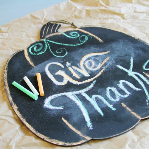 DIY Chalkboard Pumpkin Sign