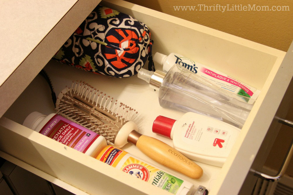 How to Organize Your Bathroom Drawer
