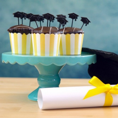 6 Tips For Throwing a Thrifty Graduation Party