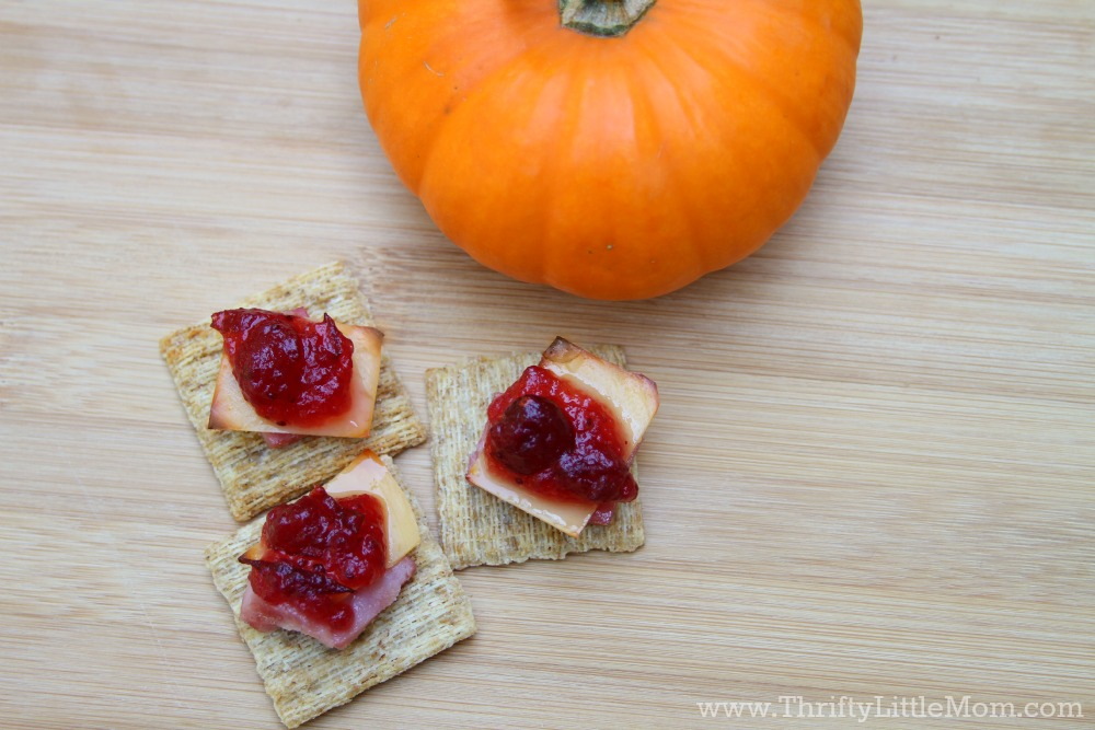 Triscuits with cranberry sauce