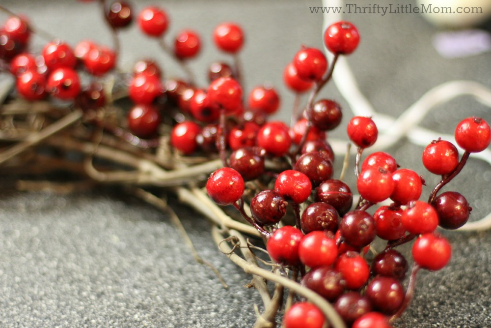 15_minute_wreath_berry_placement