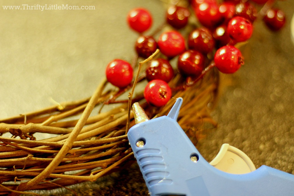 attach_berries_to_15_minute_wreath
