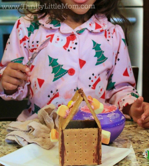 gingerbread-house-with-kids