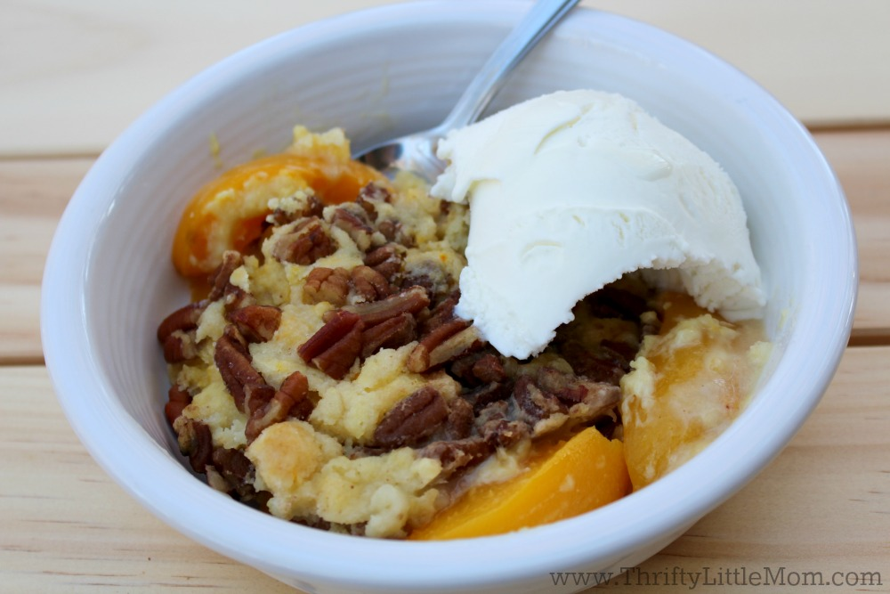 peach-cobbler-cake-with-ice-cream