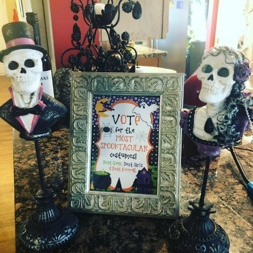 trophy ideas for costume party