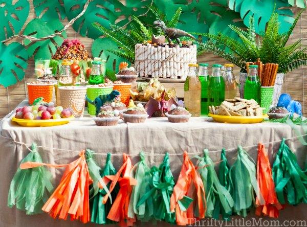 dinosaur themed birthday decoration