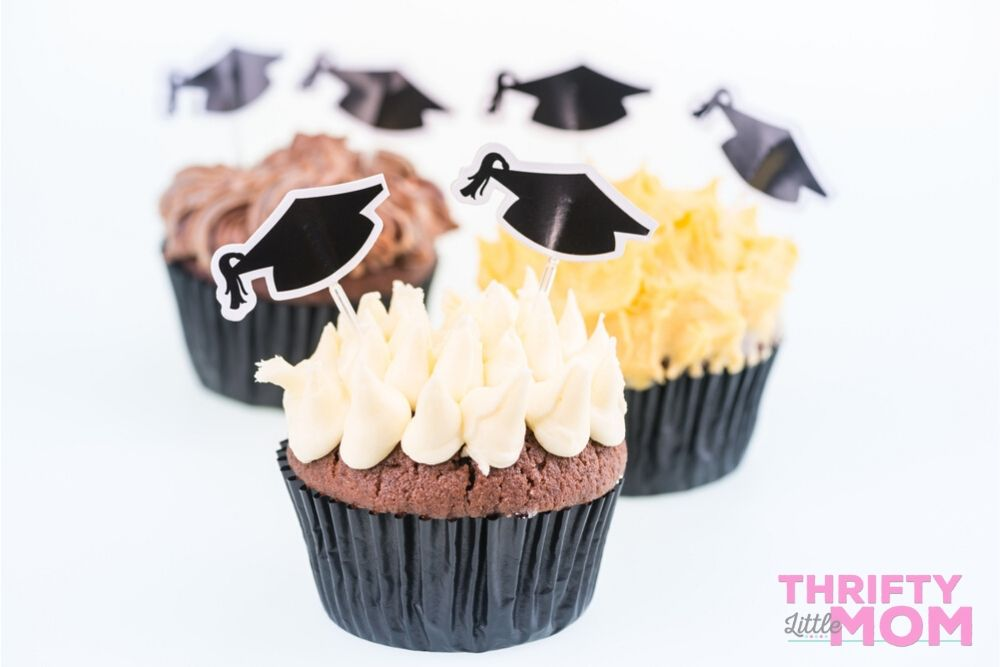 cup cakes with toppers for high school graduation party