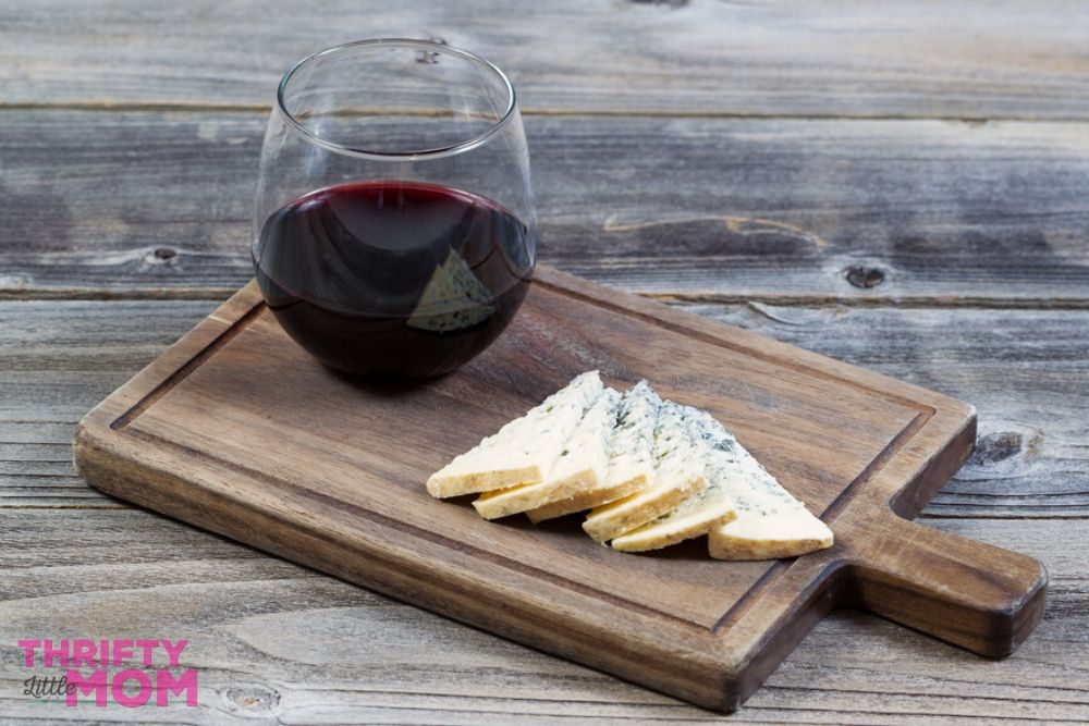 miniature cheeseboards are trendy adult party favors